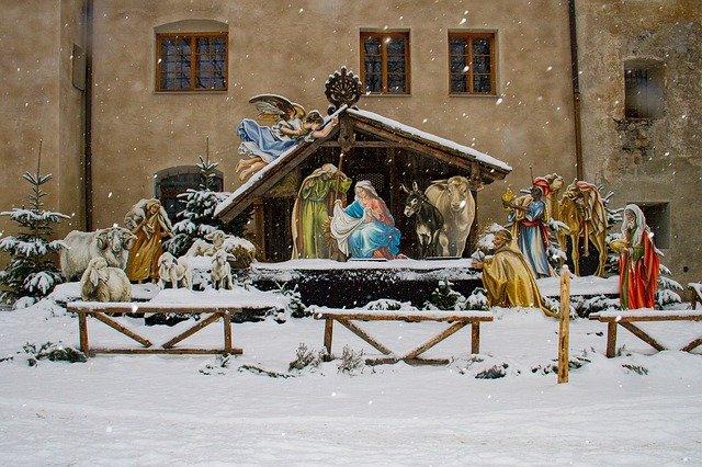 szopka dekoracja kościoła na boże narodzenie